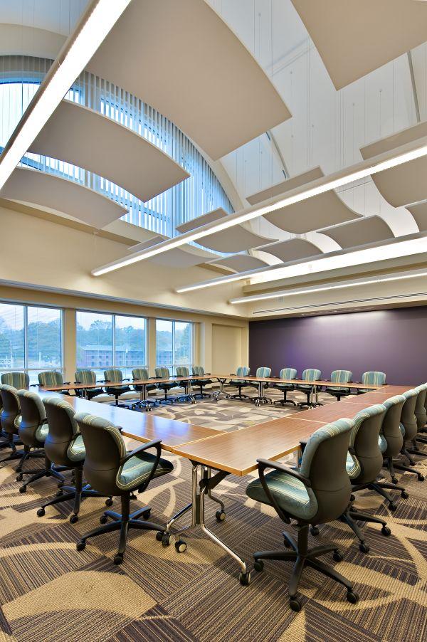 10-conferenceroom01-s301-037E2F1FFEF-8A9E-7A55-FEDE-537C16461D6E.jpg